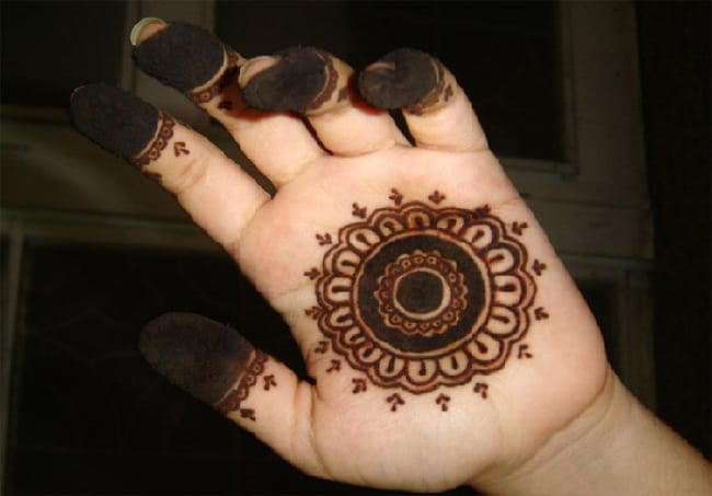 simple-circular-mehndi-designs-for-wedding