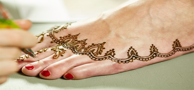 simple-foot-mehndi-designs-for-girls