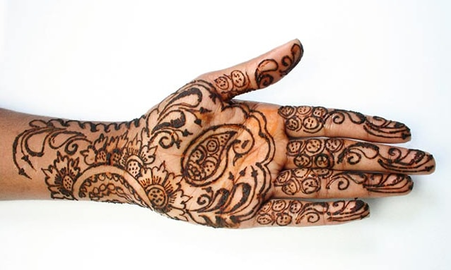 simple-gujarati-floral-and-spacing-mehndi-outlines