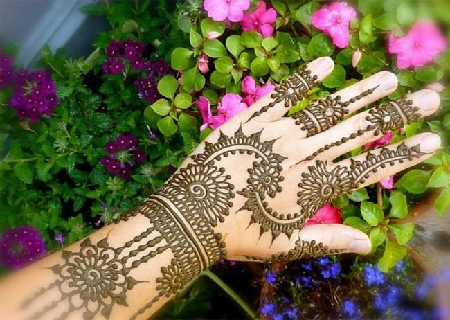 stylish-back-hand-mehndi-designs-for-brides