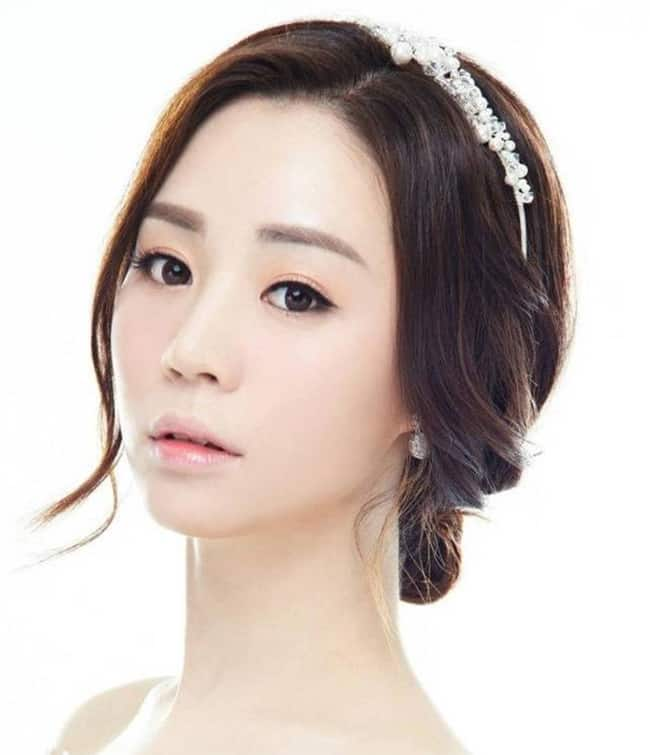 trendy-korean-girls-hairstyles-for-wedding