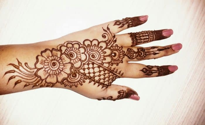 20 Excellent Back Hand Mehndi Designs 2019 \u2013 SheIdeas