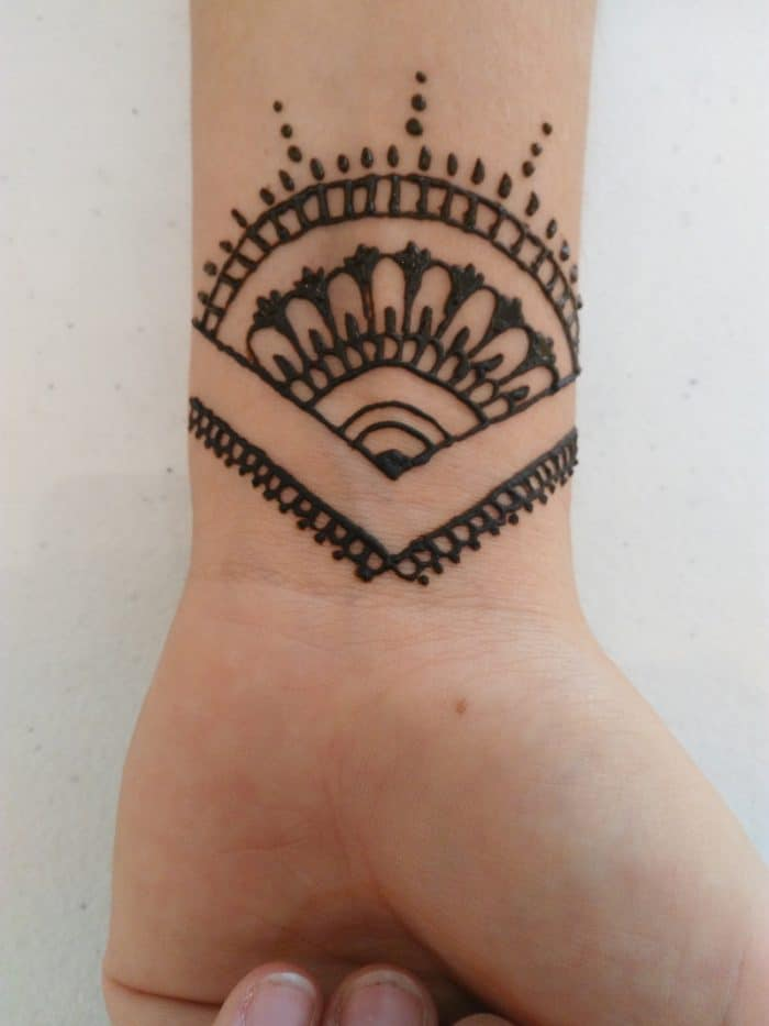 Little Henna Tattoos: 20 Cool Small Henna Designs Pictures 2019