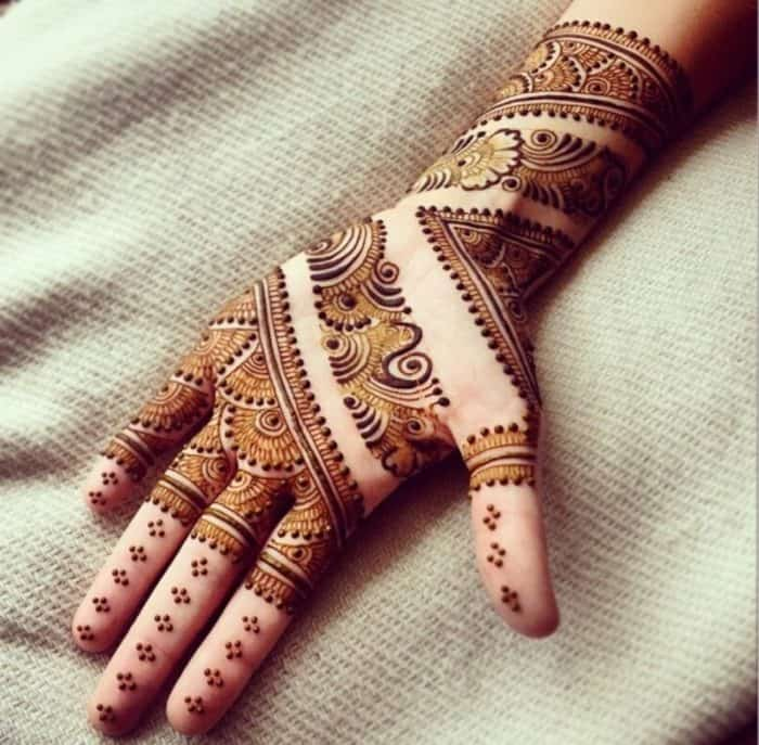32 Beautiful Front Hand Mehndi Designs Images