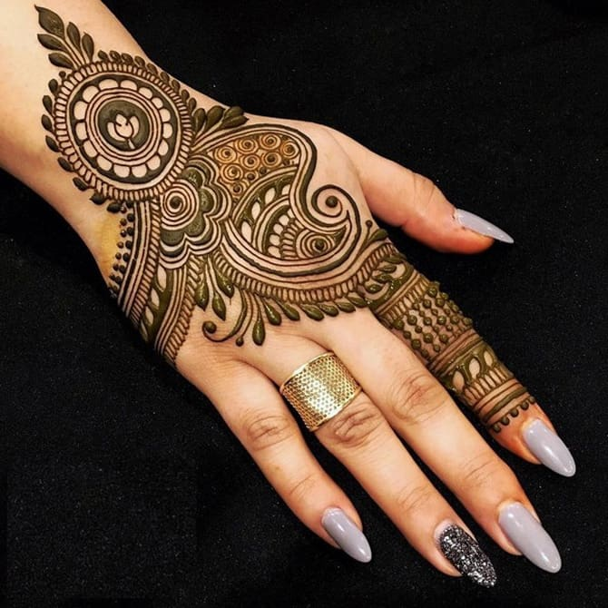 29f3948a491c3 30 Stylish Summer Henna Tattoo Designs 2019 – SheIdeas