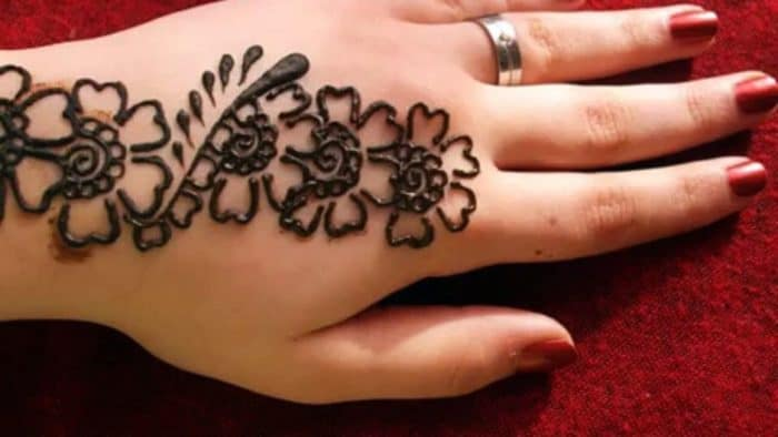 30 Beautiful Simple Mehndi Design Images