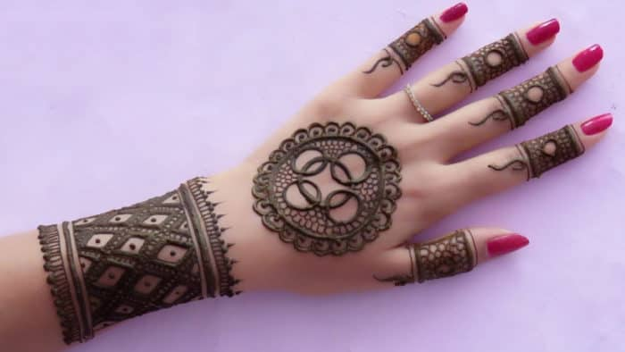 20 Latest Easy Gol Tikka Mehndi Designs 2018 – SheIdeas
