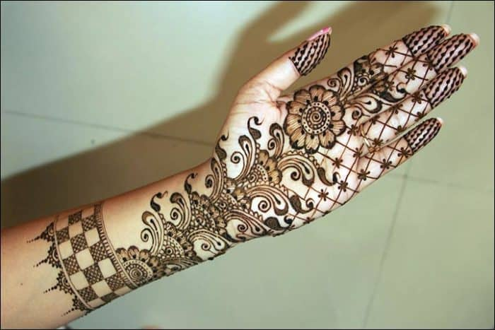 30 Beautiful Bombay Style Mehndi Designs for Ladies