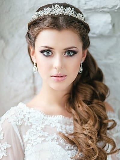 10 Exquisite Indian Bridal Hairstyles For Round Face Sheideas