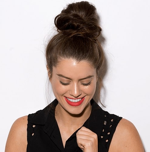hairstyles for office with top knot