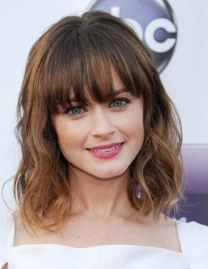 wavy weave hairstyles with arched bangs for women