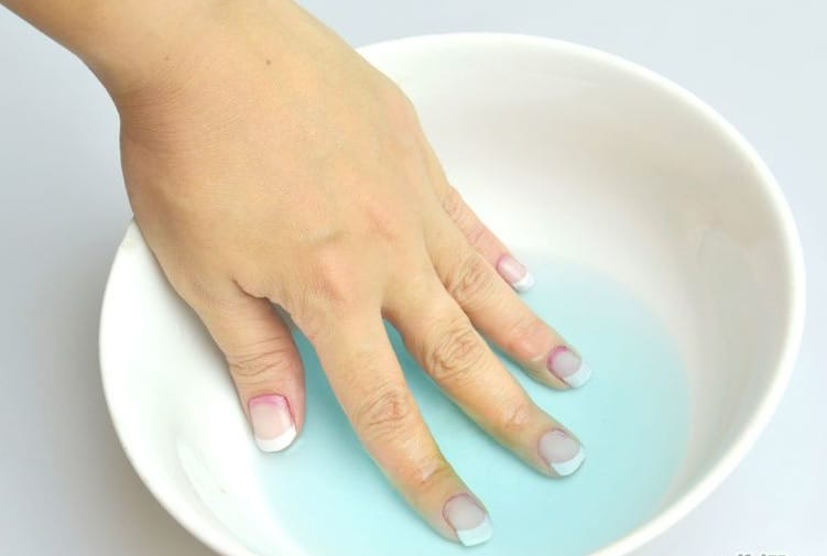 removing acrylic nails with hot water and acetone