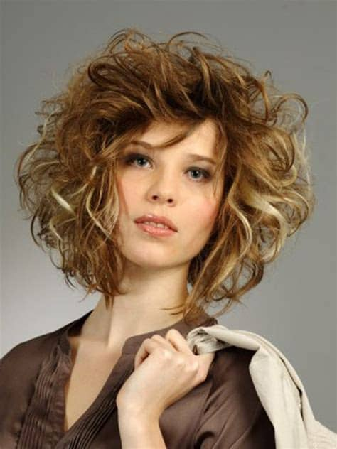 short messy layered curly hairstyle