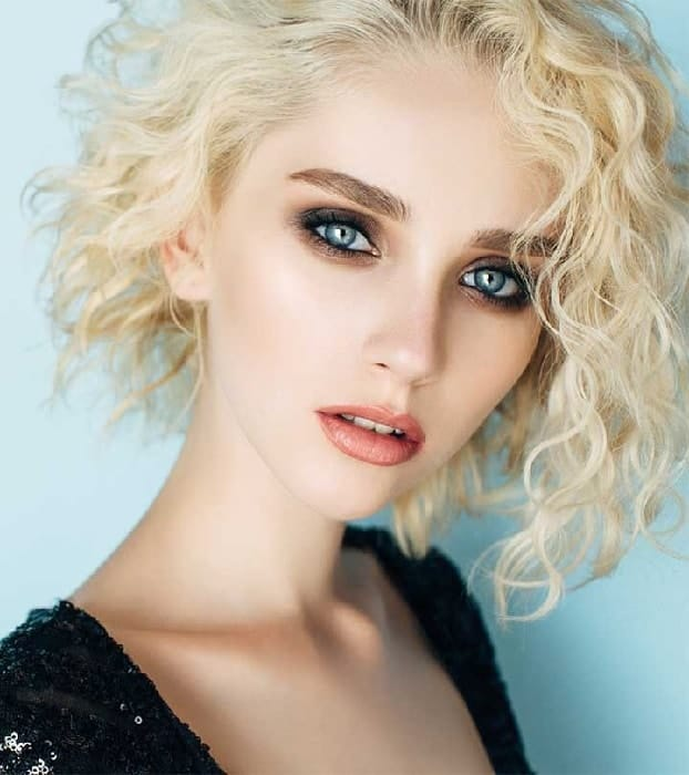 short layered curly hair for women