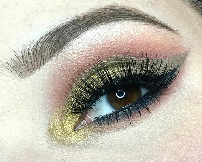 gold eye makeup for dark brown eyes