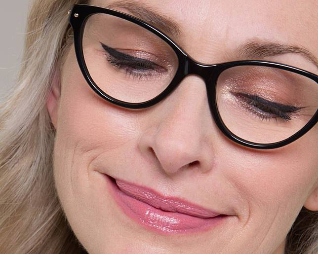 light eye makeup for women with glasses