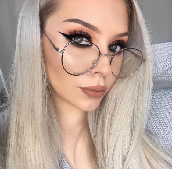winged eyeliner for women with glasses