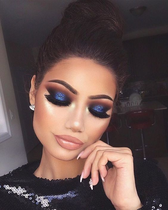 Do you want to walk into a party hall and instantly make heads turn? This is your go-to makeup for a blue dress then.