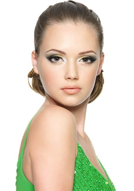 smokey eye makeup for green dress