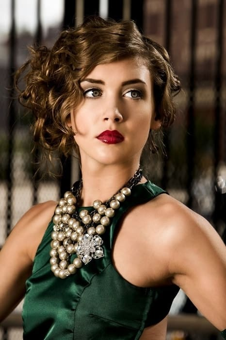 makeup ideas for emerald green dress