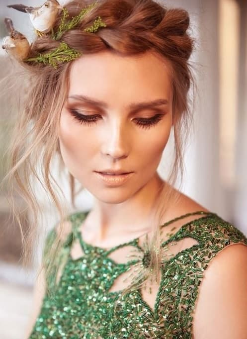 nude makeup for green dress