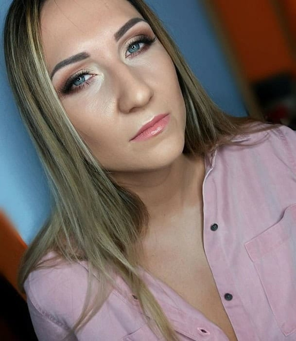 casual makeup for blonde with blue eyes