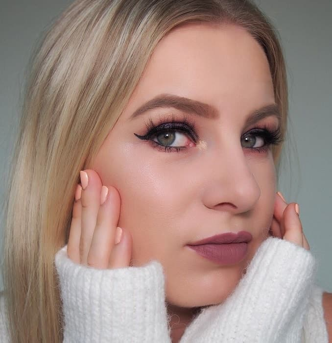 makeup looks for blonde girl