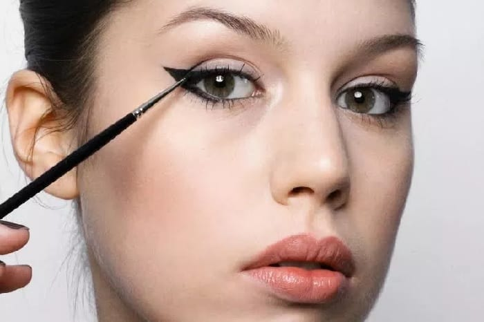using eyeliner for hooded eyes