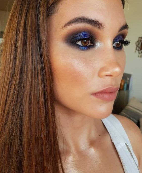 This blue color smokey eye makeup for brown eyes will undoubtedly create a hypnotizing look, mesmerizing everyone with its beauty.